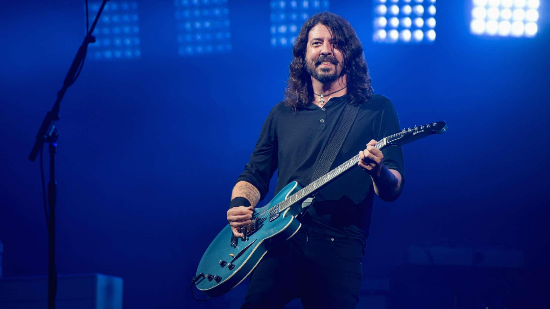 Se Foo Fighters spille Metallicas 'Enter Sandman' med 10-årig fan på guitar