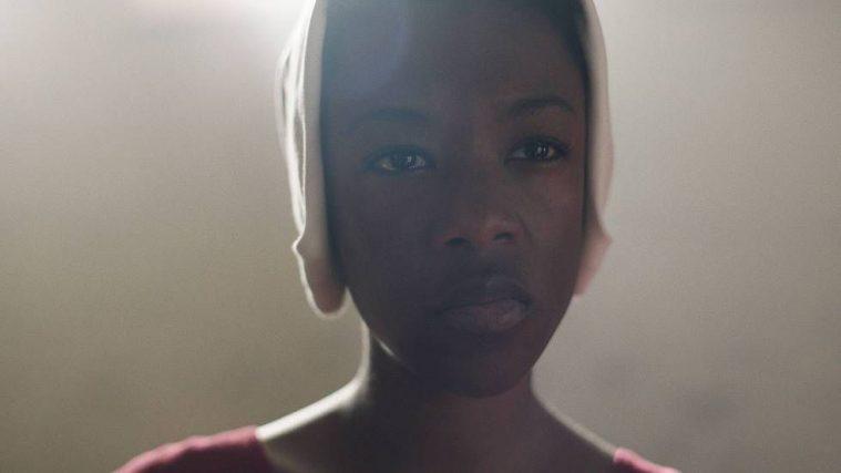 Samira Wiley som Moira.