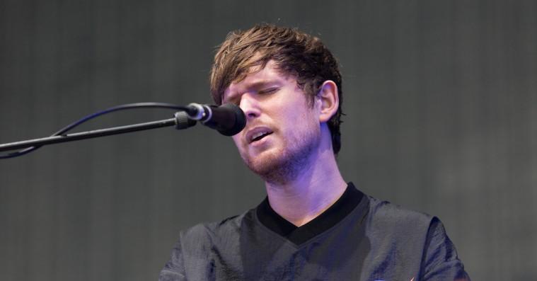 James Blake leverer ømt akustisk Billie Eilish-cover – se videoklip