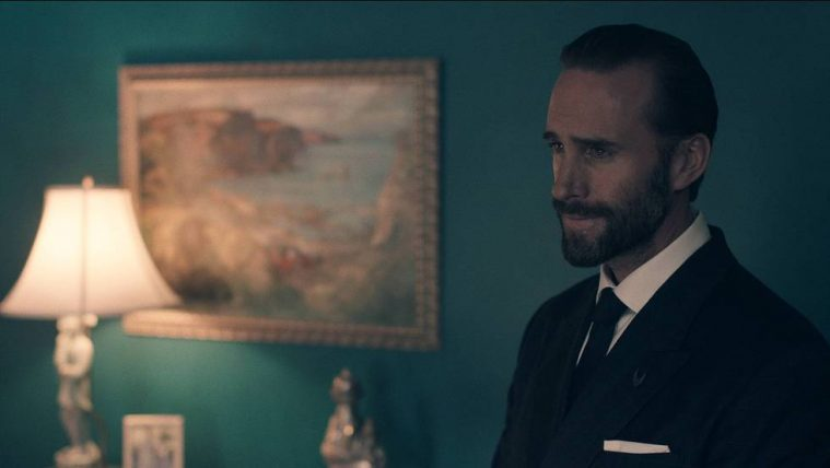 Joseph_Fiennes_as_Commander_Waterford_