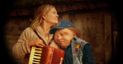 Den skæve svensker bag 'Kæmpen': »Jeg ville have, at det blev den grimmeste film nogensinde«