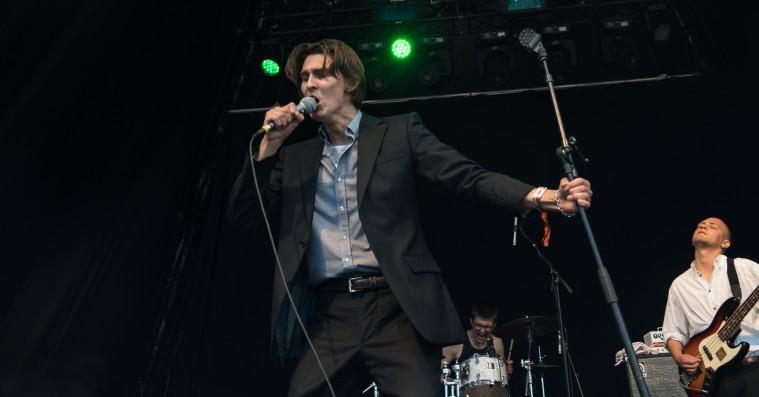 Pardans på Roskilde Festival: Et kontrolleret postpunk-kaos