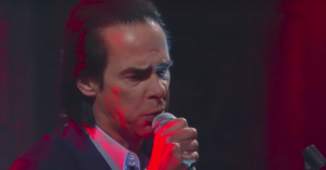 Video: Nick Cave and the Bad Seeds leverer intens liveversion af 'Rings of Saturn'
