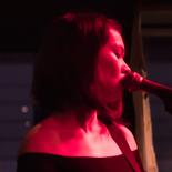 17 sange på 50 minutter: Mitski spildte ikke et sekund på Ideal Bar