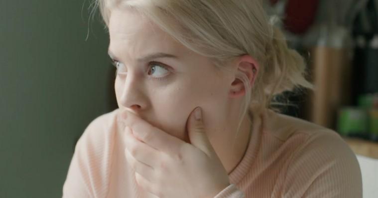 """Ulrikke Falch undskylder efter joke om 'Skam'-Isaks """"sygdom"""" og lukker sin Twitter"""