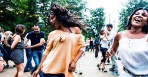 Ugens kulturguide: Salsa i Fælledparken, afrikansk festival og 100 års gadefotografier