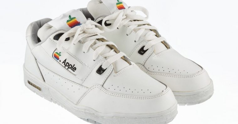 Glem Yeezy Powerphase, de her Apple-sneakers står til 100.000 kroner på auktion