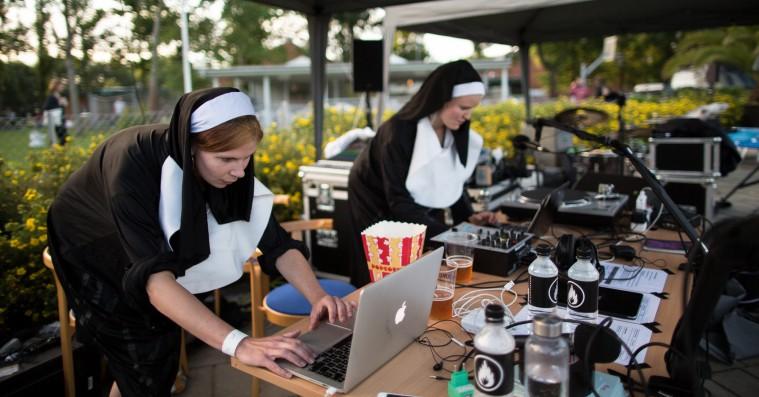 Se billeder fra den nye festival Badesøen – musik og vandland i ét