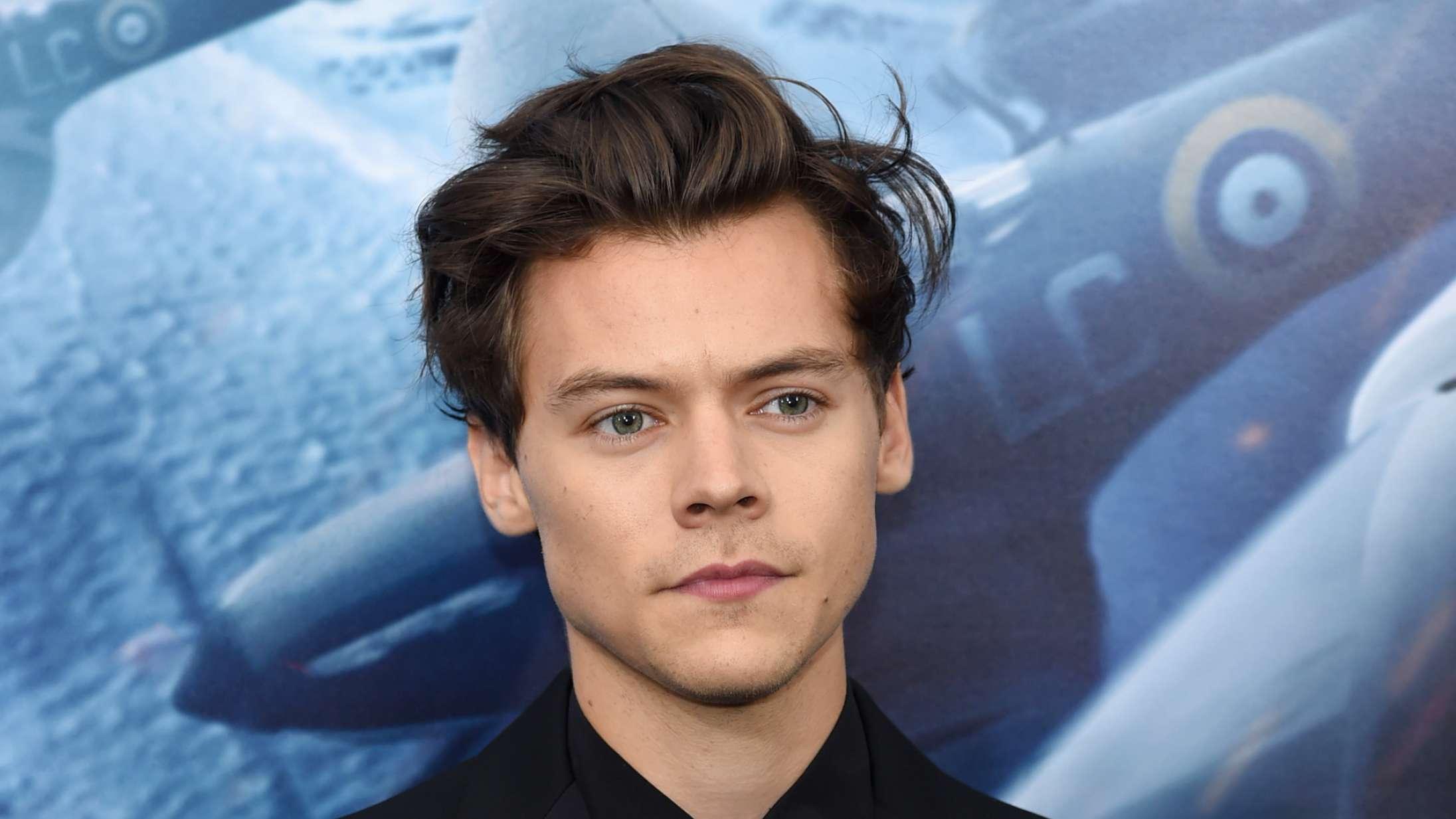 Harry Styles har styr på jakkesættene til premiererne på 'Dunkirk' – iklædt Gucci, Prada og Calvin Klein