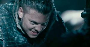 Dansk stortalent stjæler opmærksomheden i grum første trailer for 'Vikings' sæson 5