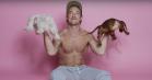 Charli XCX vælter sig i nuttede mænd på 'Boys' –se den geniale video med bl.a. Diplo, Mac DeMarco, Stormzy og Wiz Khalifa