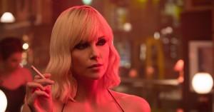 'Atomic Blonde': Charlize Theron uddeler tæsk i hårdkogt agentfilm
