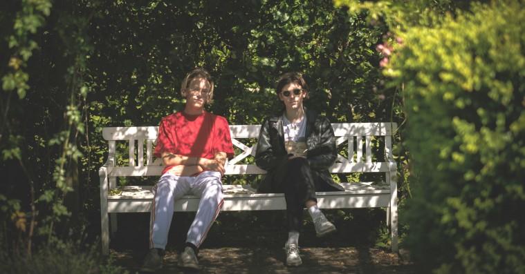 Hør Barselonas nye single: Sensommer-vibes og godt med koklokke på 'Alene hjem'