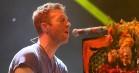 Coldplays Chris Martin hylder afdøde Chester Bennington med et live-cover af 'Crawling' – se video