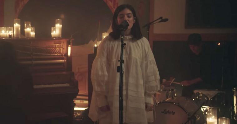 Lorde spiller akustiske versioner af sange fra 'Melodrama' – se den flotte livesession