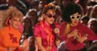 Miley Cyrus var overbevisende til VMA – sang 'Younger Now' flankeret af børn og ældre