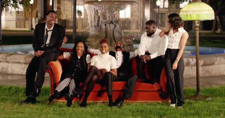 Behind the scenes på Jay-Z's nye 'Moonlight'-video – skuespillerne diskuterer 'Friends'-genindspilningens betydning