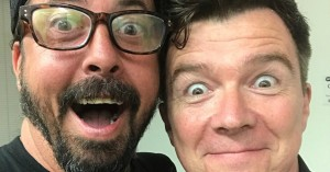 Rick Astley får hjælp fra Foo Fighters til at lave en eminent live-rickroll