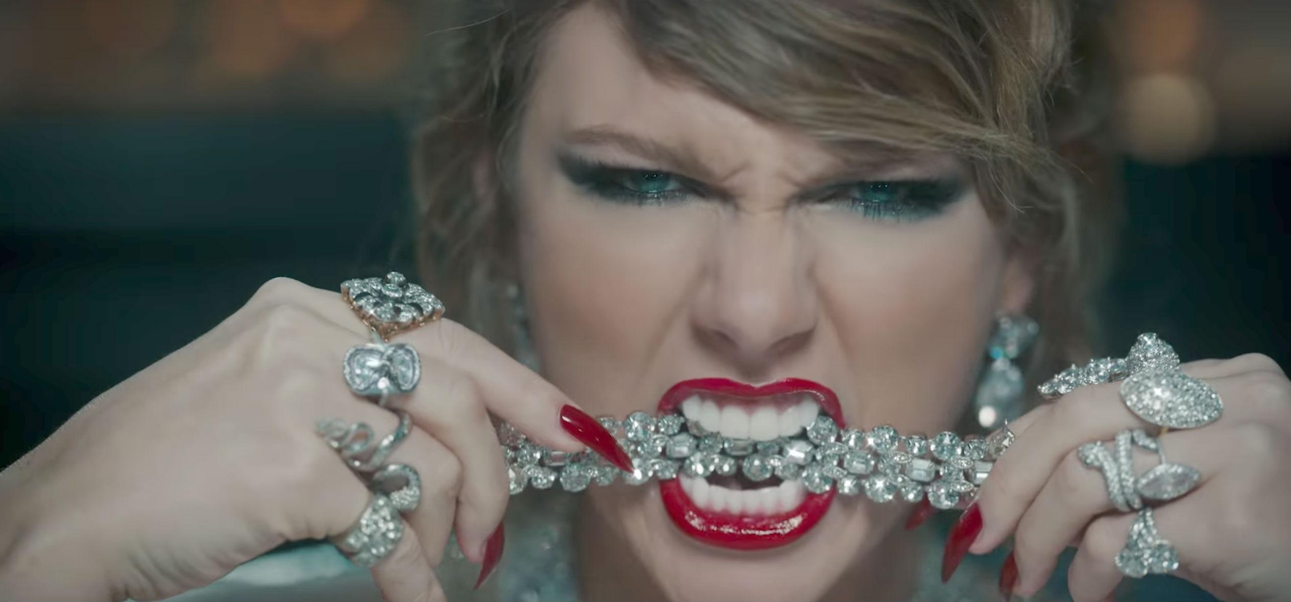 9. Swift var involveret i en helt uoverskuelig mængde drama, da hun udgav 'Look What You Made Me Do' i 2017. Den udskældte singleforløber for 'Reputation' var tænkt som et direkte modsvar til et celebert ægtepar, som hun har haft en nærmest sagnomspunden on/off konflikt med det forgangne årti. Hvem er dette par?