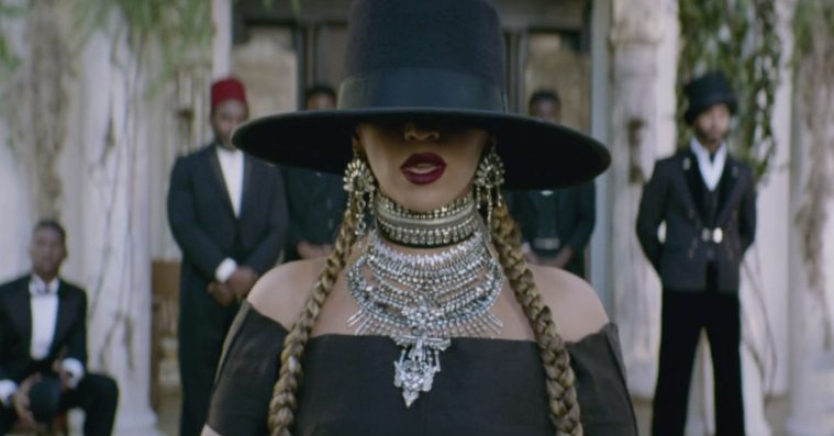 Michelle Obama ønsker Beyoncé tillykke med fødselsdagen  – genskaber looket fra 'Formation'