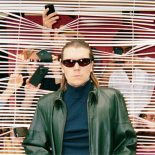 Alex Camerons popalbum glimrer med en antihelts swagger - Forced Witness