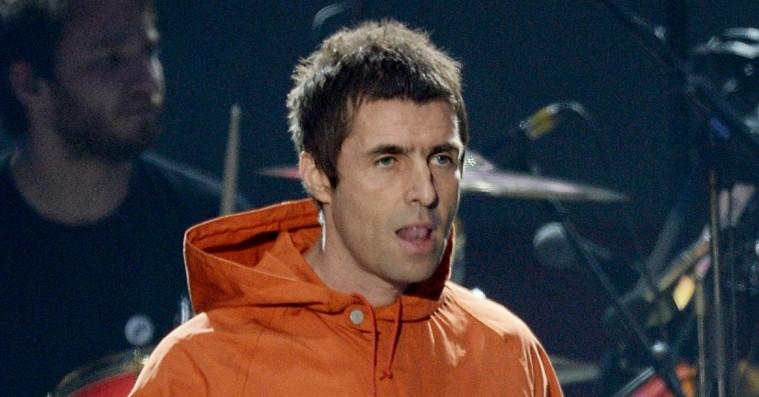 Topmålet af britisk rockstjerne: Liam Gallagher vrisser over at skulle lave sin egen te