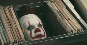 James Corden spiller en forvirret klovn fra 'IT'-afdelingen i onkel-sjov sketch
