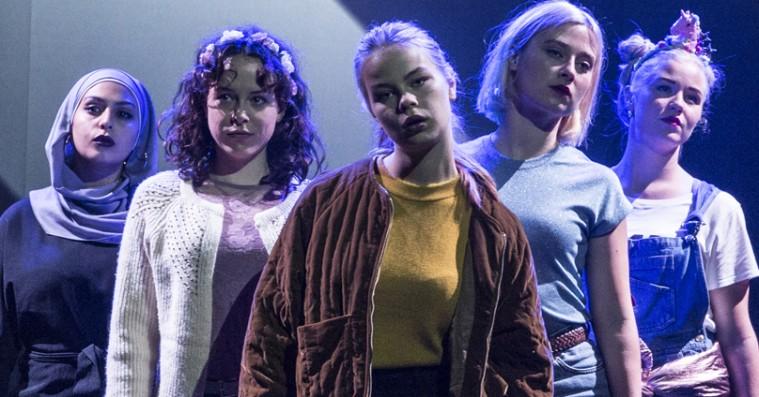 'Skam 1: Eva': Teaterversion på dansk skaber en ny og anderledes oplevelse uden et eneste serr