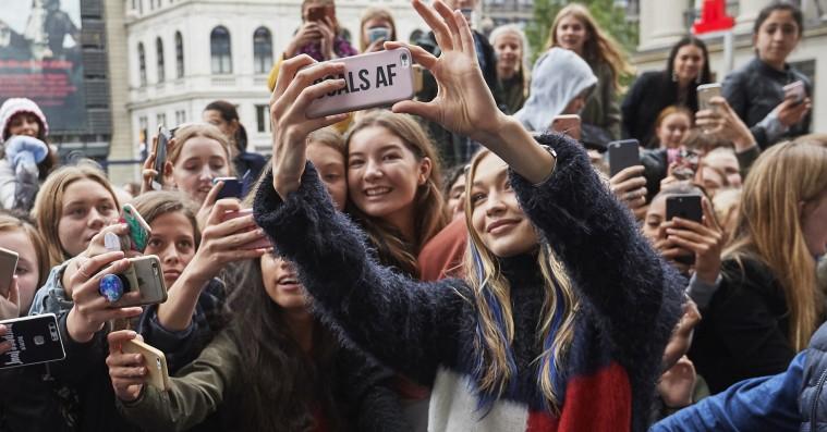 Gigi Hadid blev mødt af skrigende fans i København