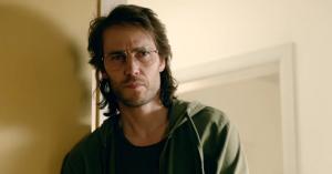 Seriøse 'True Detective'-vibes i første trailer til miniserien 'Waco' med Michael Shannon og Taylor Kitsch