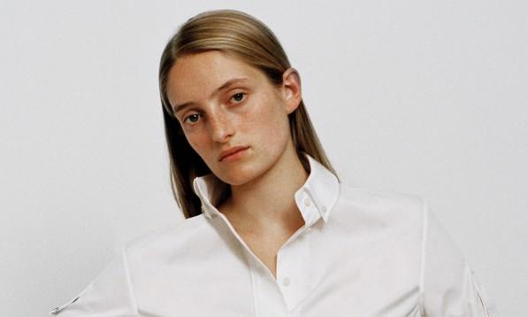 Opgør med forbrugskulturen: Designer laver kun hvide skjorter