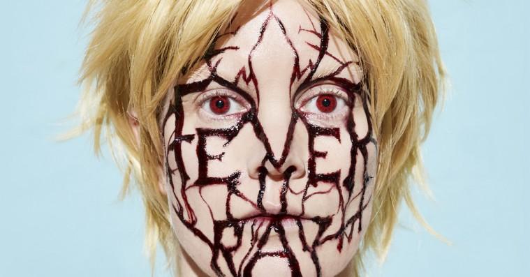 Fever Ray genopstår som prinsesse i manisk synth-cirkus