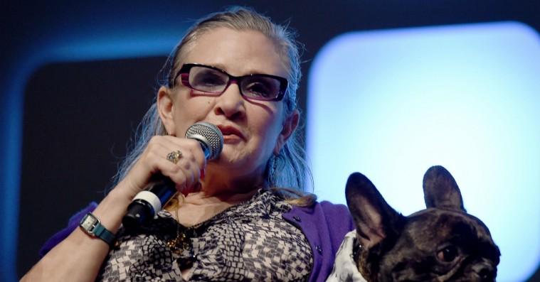 Carrie Fisher sendte en ko-tunge til producer, der chikanerede hendes veninde seksuelt