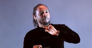 Kendrick Lamar inviterer hvid fan på scenen – stopper hende, da hun rapper n-ordet