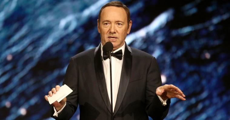 Kevin Spacey svarer på anklager om seksuelle tilnærmelser mod 14-årig – og springer ud som biseksuel