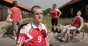 Narcissistisk dansk instruktør giver skandaløst 5 stjerner til sin egen film