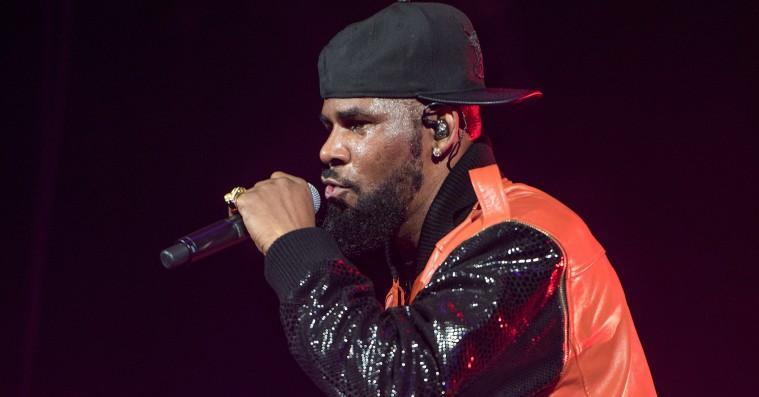 R. Kelly droppet af sit pladeselskab – mens nye anklager ser dagens lys