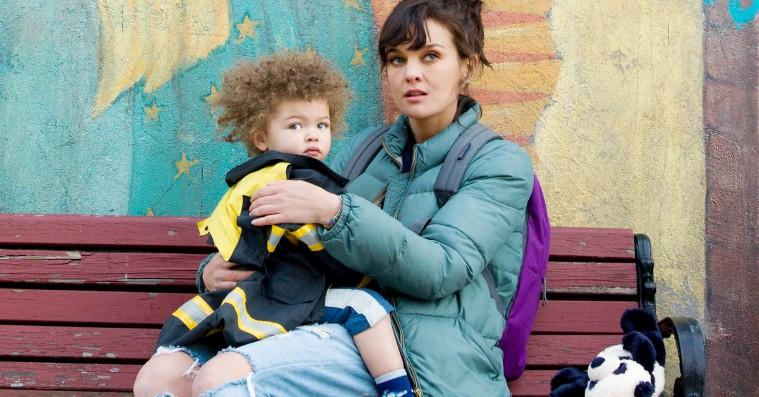 Mød seriernes nye seje singlemor i trailer til serien 'SMILF'