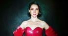 St. Vincents nye scene-outfits er som taget fra catwalken