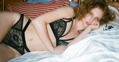 Petra Collins: Fremadstormende multikunstner med behåret bikinilinje