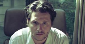 August Rosenbaum har arbejdet med Mø og Quadron: Hans debutalbumer et soundtrack på jagt efter sine billeder