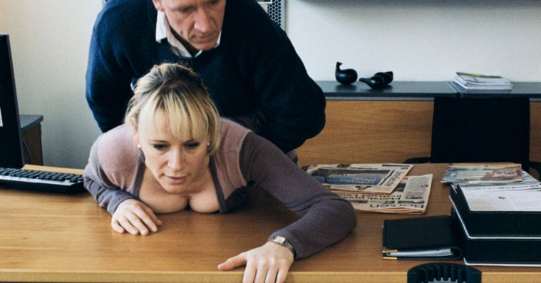 Zentropa forbyder nu klask i numsen på arbejdspladsen