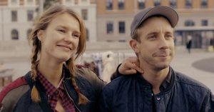 Det skal du se i biografen i december: Sprængfarlig dansk satire, bjergtagende debut, Woody Allen og... stjernekrig!