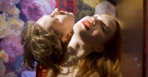 Premiere: First Hates nye video til 'Bullets of Dust' er en farvestrålende forførelse