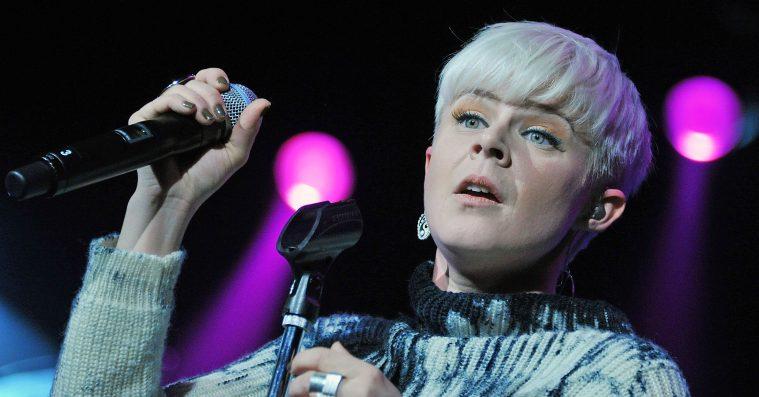 Robyn deler klubklart titeltrack fra det kommende album 'Honey'