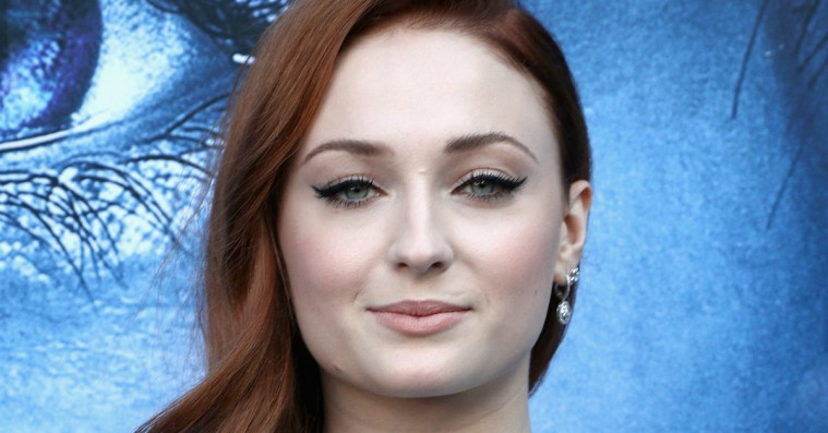 Der er alt for lang tid til 'Game of Thrones'-finalen, røber Sophie Turner