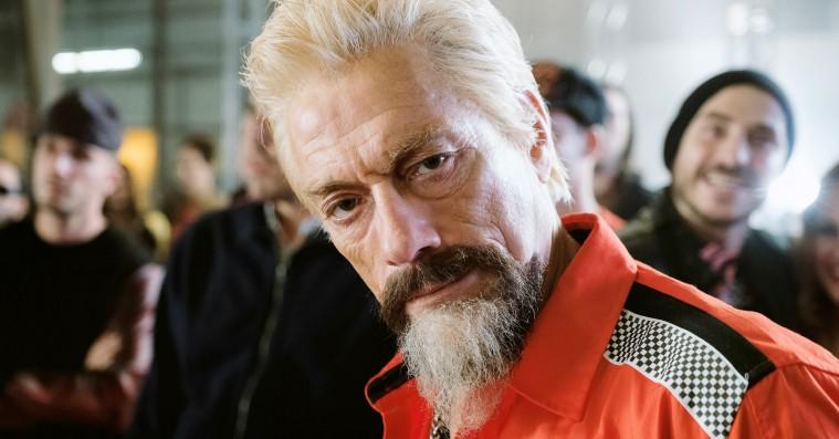 'Jean-Claude van Johnson': Van Damme tager tykt pis på sig selv i uforudsigelig serie