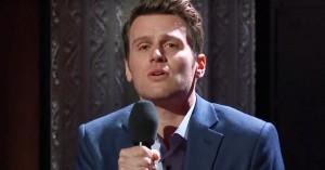 Jonathan Groff fremfører herlig musicalversion af 'Mindhunter' hos Stephen Colbert
