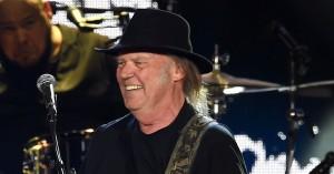 Her er fem helt nye album, du skal høre i dag – bl.a. Neil Young, Miguel og U2