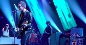 Noel Gallaghers band omfatter en kvinde, der spiller på saks – Liam er ikke imponeret